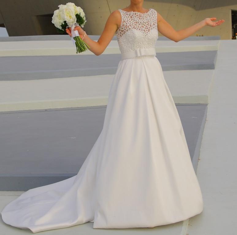 Abiti Da Sposa Quagliata Salerno.Elegante E Sprint Abito In Seta Mikado Weddalia