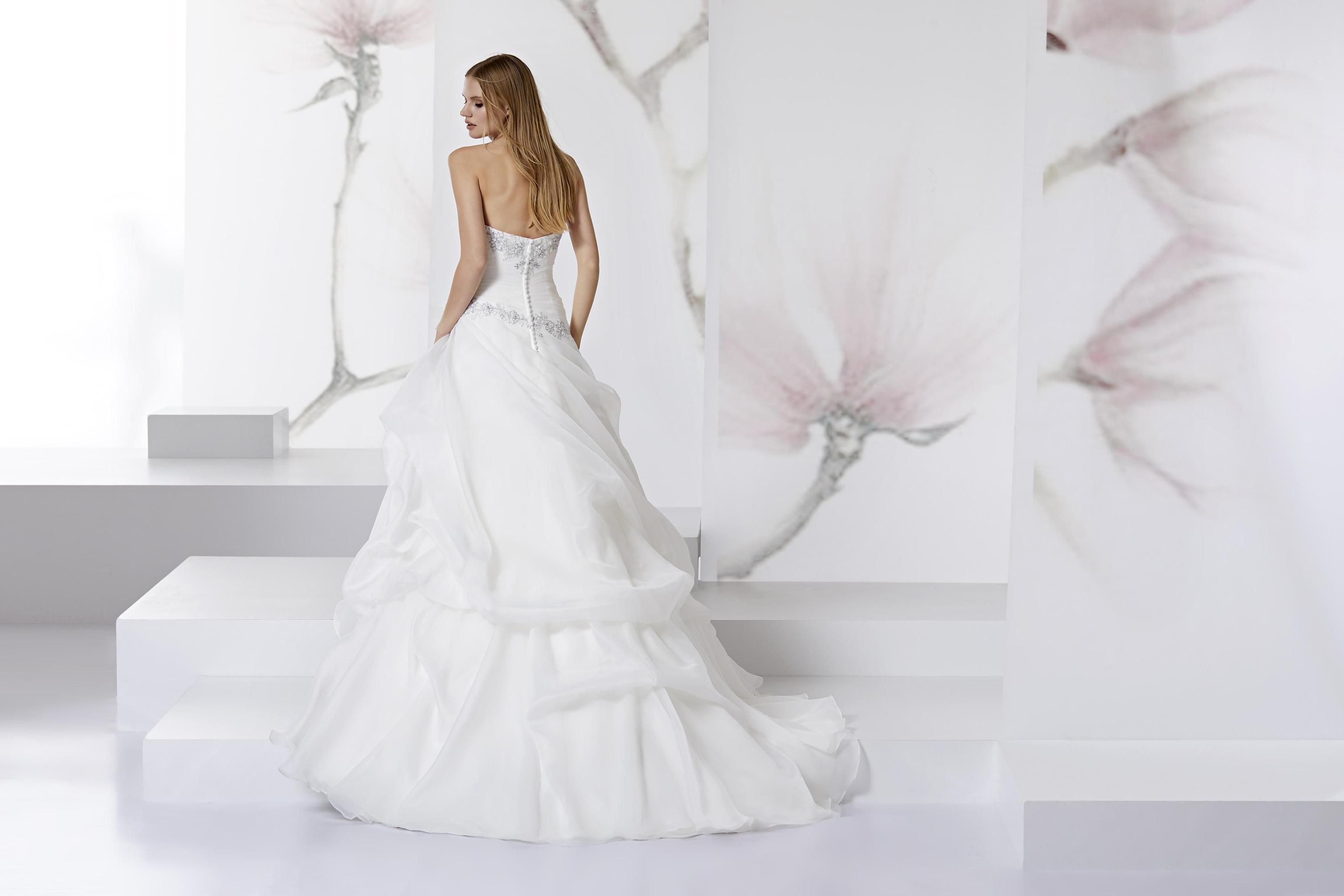 dd13471a04db Ti piace questo abito  Condividilo!
