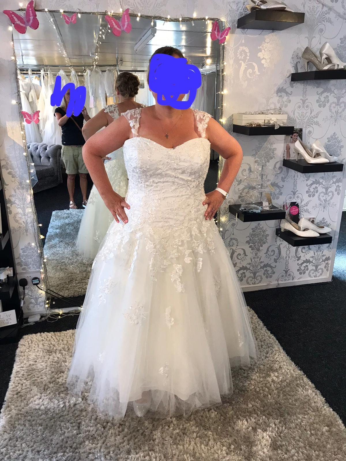 ecdf6926fae3 sell my wedding dress. 666E40B3-2F9F-4C2B-A3F3-C1A1A82E3B04