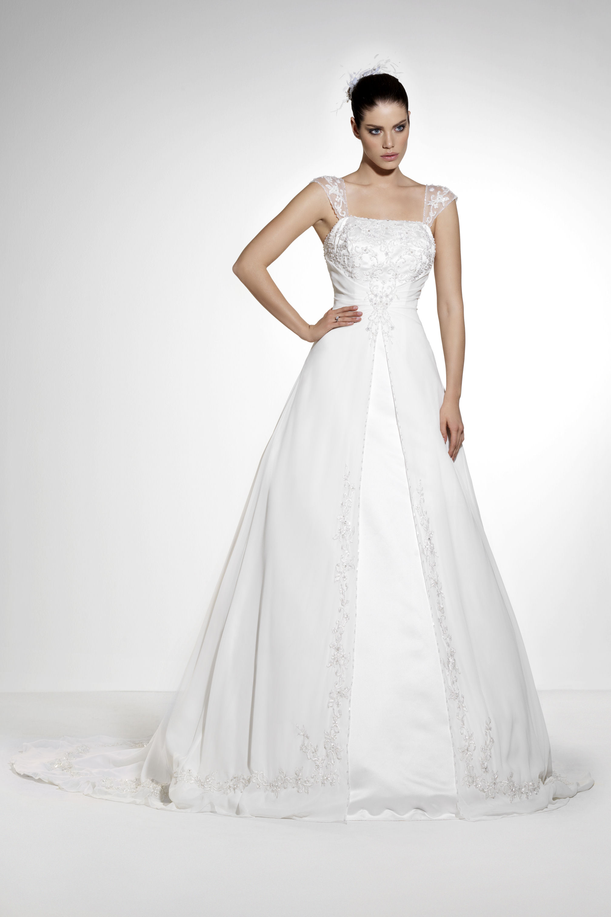 Sell Wedding Dress. V9010